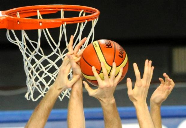 Players reach for the ball during the EuroBasket 2009, European Basketball Championships group C match between Serbia and Slovenia in Warsaw, Tuesday, Sept. 8, 2009. (AP Photo/Alik Keplicz)